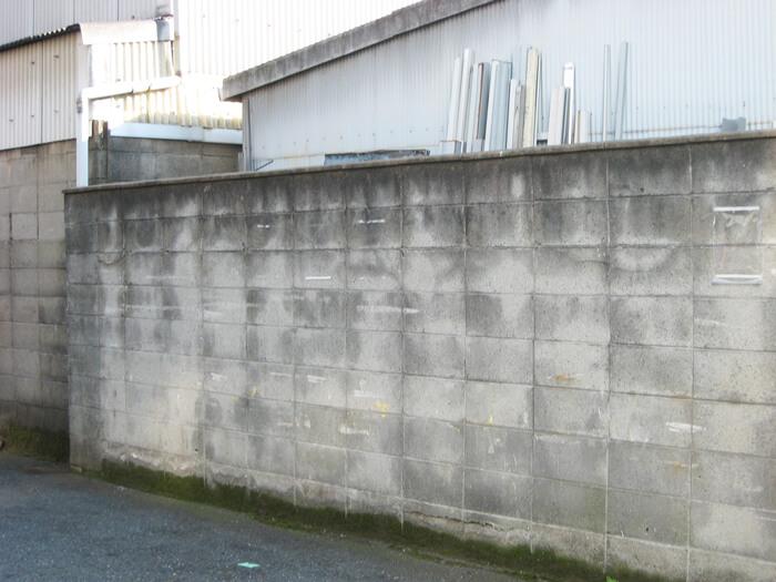 殺風景なブロック塀